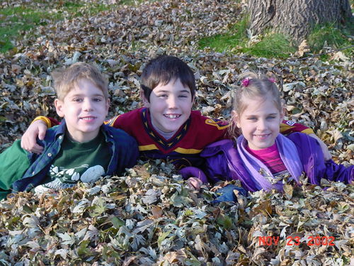 Kids in leaves 112302