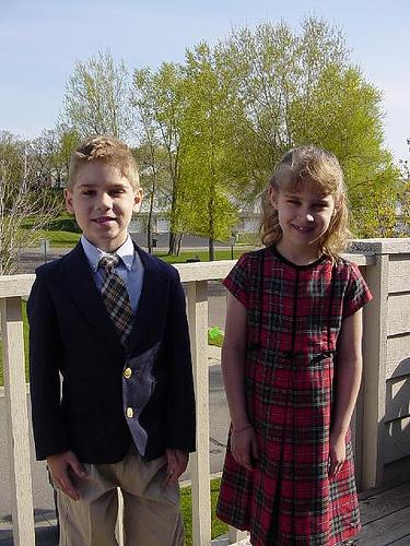 Twins_dress_up_2