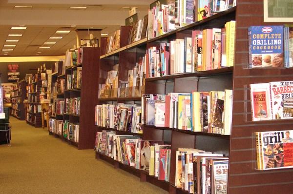 So_many_books_6